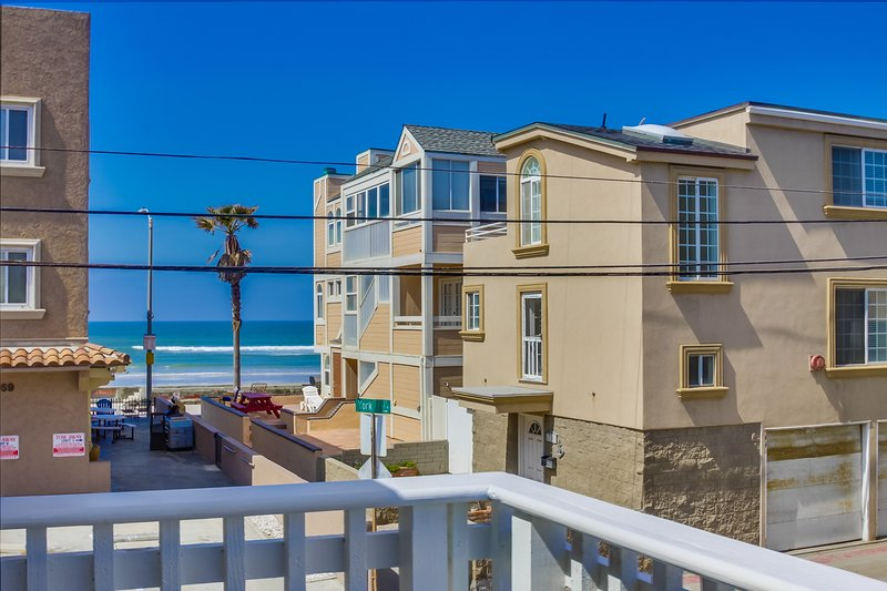 Balcony views of the ocean - YORK721 - Mission Beach - rentals