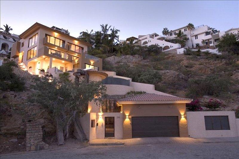 Casa Miguel - 4 Bedrooms - Image 1 - Cabo San Lucas - rentals