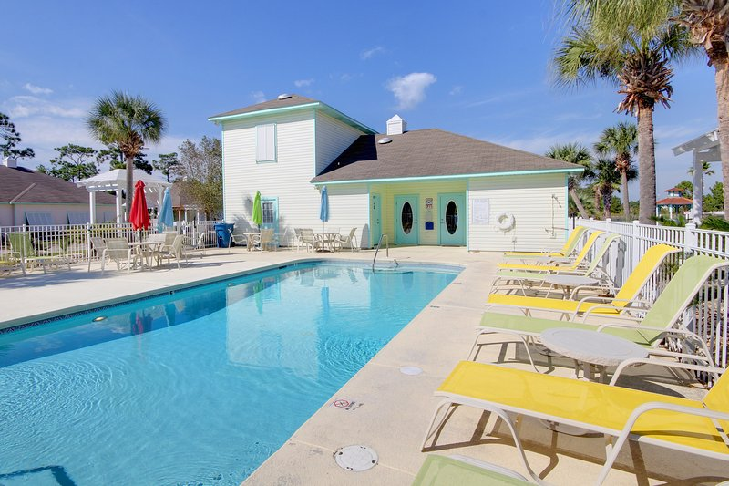 This sparkling pool awaits you to take a dip, relax under an umbrella, and soak up the rays! - Sundial A (4250 A) - Orange Beach - rentals