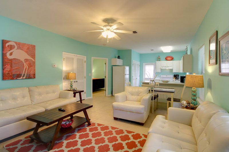 This cute three bedroom, two bathroom villa is ready to host you and your guests. - Sundial B (4250 B) - Orange Beach - rentals