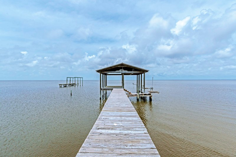 Enjoy Fishing On Your Own Private Pier - Bay Dreamin' - Gulf Shores - rentals