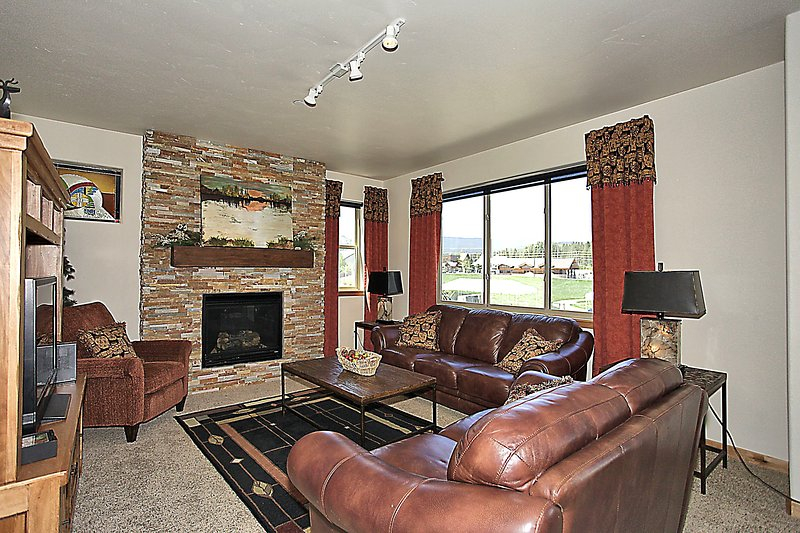 Cozy up in the plush leather couches - Trailhead Lodges 723 - Winter Park - rentals