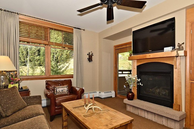 Bright and inviting living area - Zephyr Mountain Lodge 1503 - Winter Park - rentals
