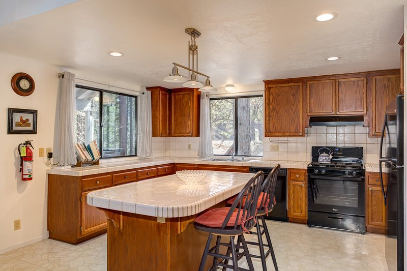 Very spacious Kitchen with Tile Counter Tops, New Appliances, Island with additional seating for 2 - (1) Cabin Among the Firs - Wawona - rentals