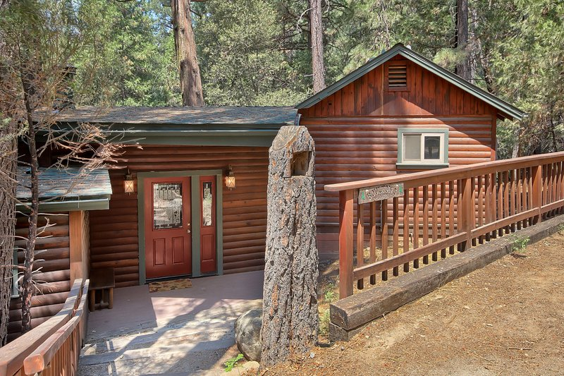 Front entry view of home - (1L) The Tree House - Wawona - rentals