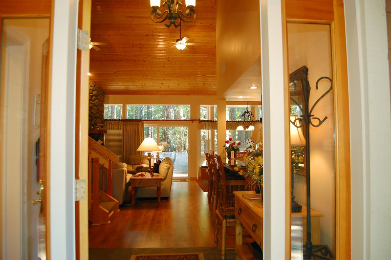 Front door entrance - (2A) The Terry Cabin - Wawona - rentals