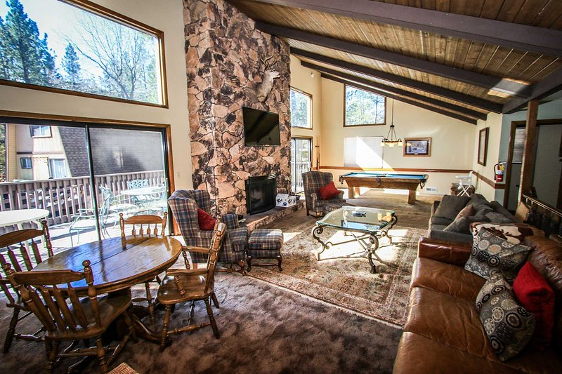 Swiss Summit Chalet Family Ski Cabin~Pool Table~Huge Fireplace/Flat Screen TV~ - Image 1 - Big Bear Lake - rentals