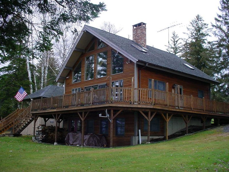 Side view - Bates Wolf Lodge - Rangeley - rentals