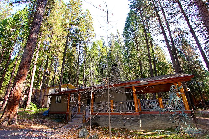 Front of cabin - (4A) Hummingbird Nest/Haven - Wawona - rentals