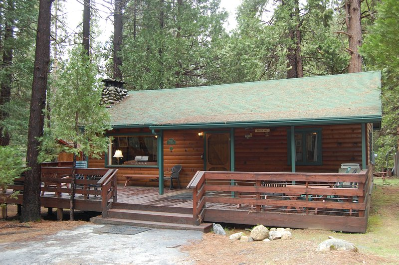 Front of cabin - (73) Walk-A-Bout - Wawona - rentals