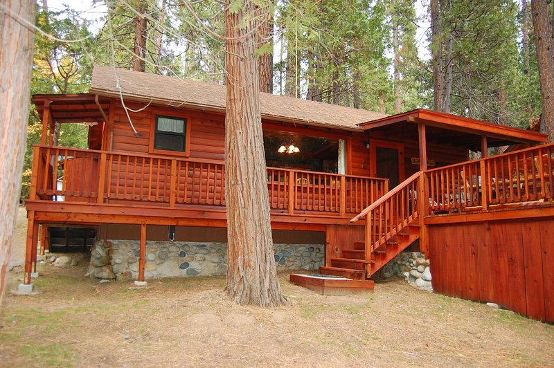 Front of cabin - (8) Nugent's Nest - Wawona - rentals