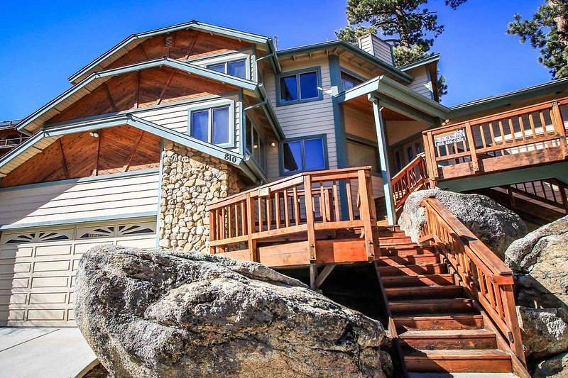 Four Seasons Estate~Pool Table~Private Spa & Lake-Views~Sauna~Garage~Free WiFi~ - Image 1 - Big Bear Lake - rentals