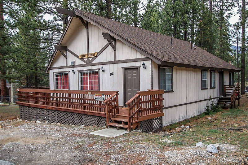 Side View of  Property - Mountain Style Cabin~Practical Kitchen~Gas Fireplace~Laundry~Close To Town~ - Big Bear City - rentals