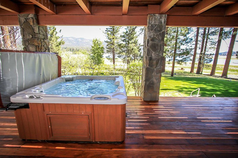 Private Outdoor Spa - Eagles Nest~Incredible Lakefront Estate~Outdoor Spa~Game Room/Ping Pong~Decks~ - Big Bear Lake - rentals