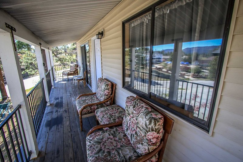 Front Deck with Seating Area - Lakeview Lodge Larger Basic Unit~Full Kitchen~Toasty Fireplace~Walk To Town~ - Big Bear Lake - rentals