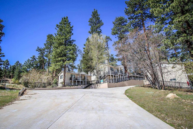 Front View of Lodge - 980 G-Lakeview Lodge - Big Bear Lake - rentals