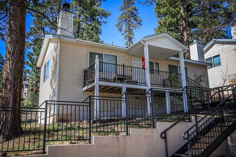 Front View of Lodge - Lakeview Lodge Basic Unit~Walk To Town & Lake~Kitchenette & Fireplace~ - Big Bear Lake - rentals