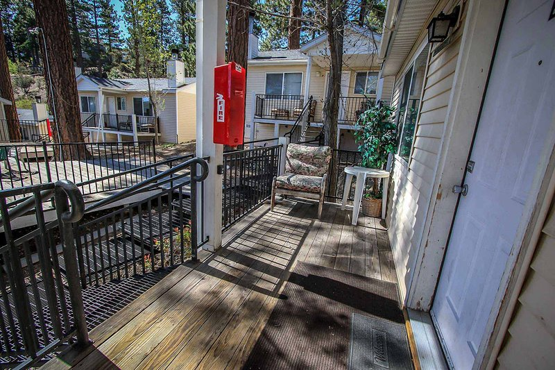 Front Deck with Seating Area - Lakeview Lodge Quiet Unit~Walk To Town & Lake~Basic Kitchenette~Fireplace~ - Big Bear Lake - rentals