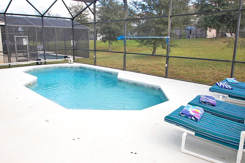 Pool and sun loungers - 324AL-Sunjammer - Davenport - rentals