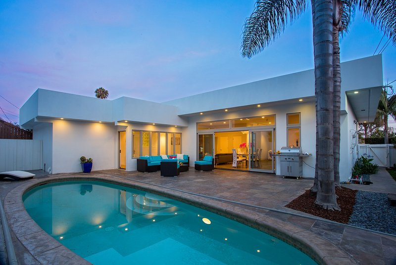 Fully enclosed Pool Terrace, there is an outdoor shower too - Coastal Contemporary - Santa Barbara - rentals