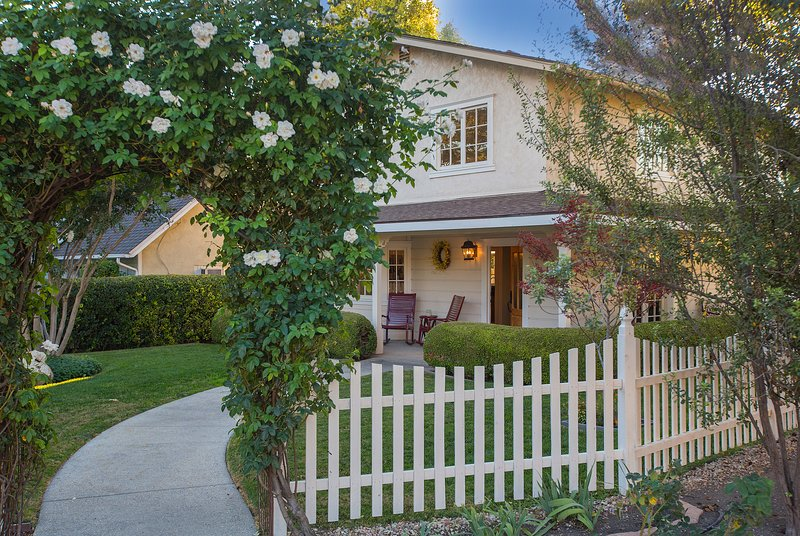 Beautiful, quaint and right in the heart of Los Olivos! - Corks and Roses - Los Olivos - rentals