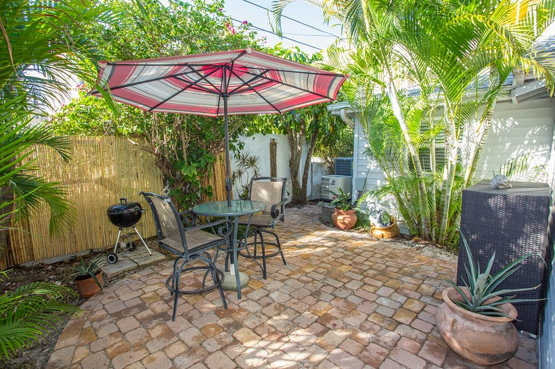 Shady Courtyard, Grilling Area - GulfSideSuite at 30 seconds Walk to the Beach. WOW - Clearwater - rentals