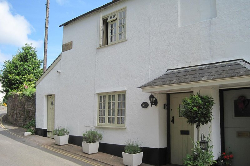Ruffles Cottage, Dunster - Sleeps 4 - Exmoor National Park - Medieval village - Image 1 - Dunster - rentals
