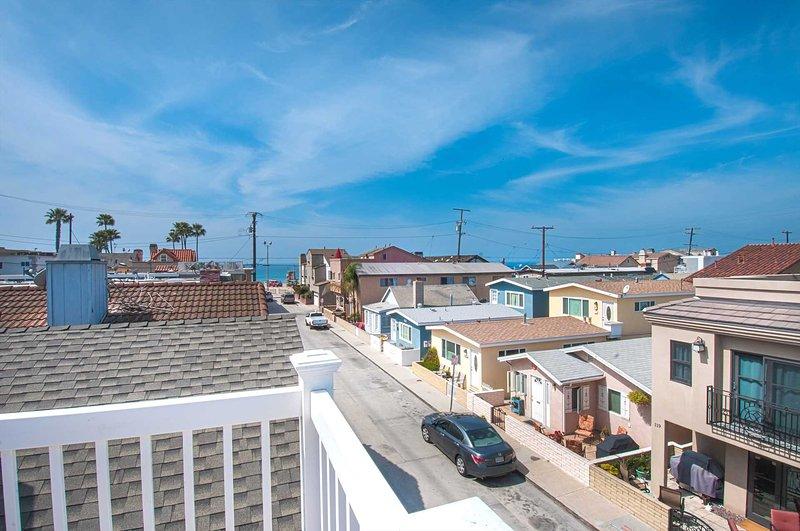 Upper balcony view to the beach - 120 B 24th Street - Newport Beach - rentals