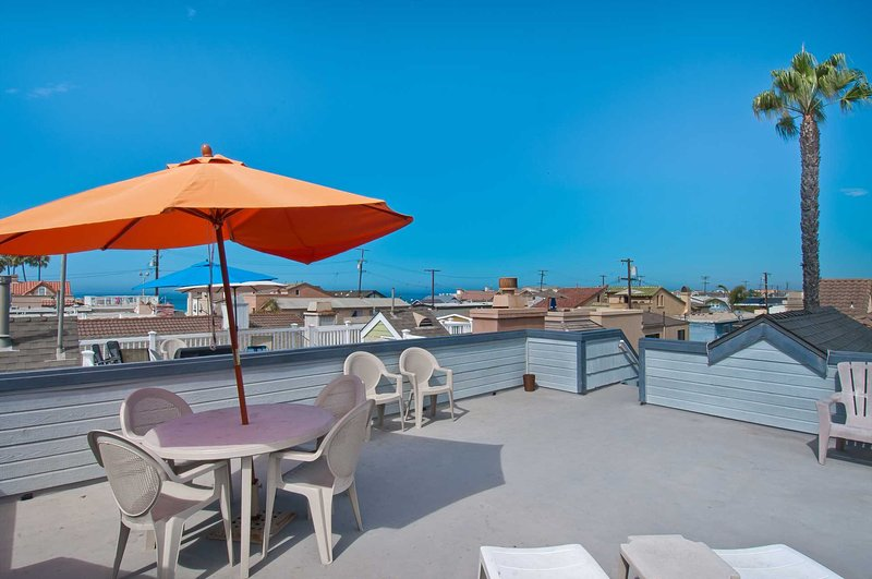 Upper roof deck showing view to the beach - 122 B 24th Street - Newport Beach - rentals