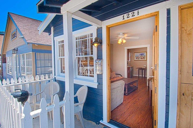 Entry & Patio - 122 B 25th Street - Newport Beach - rentals