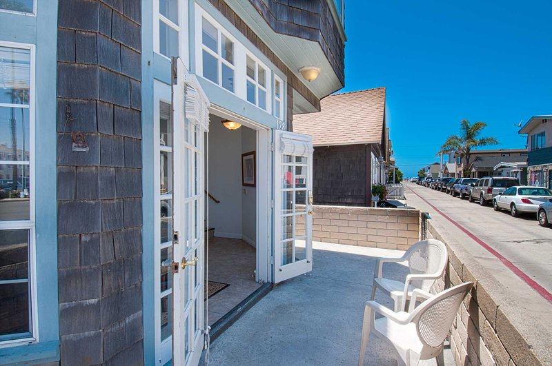 Front lower patio showing distance to the beach - 128 25th Street - Newport Beach - rentals