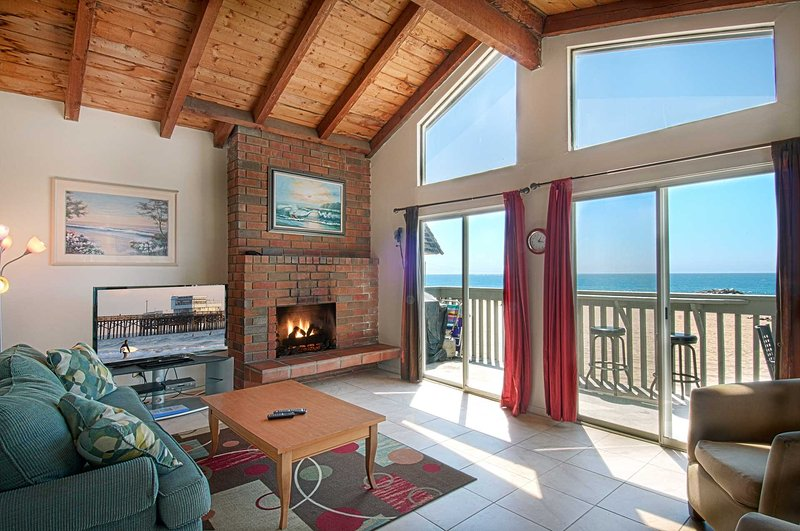 Inside photo showing family room with view to the beach - 3607 B Seashore - Newport Beach - rentals
