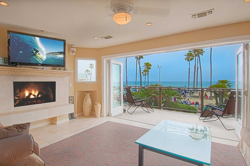 Family room area showing doors fully opened to deck with views Newport Pier and ocean - 2312 W. Oceanfront - Newport Beach - rentals