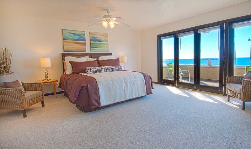 Master bedroom showing view to the ocean - 2310 W. Oceanfront - Newport Beach - rentals