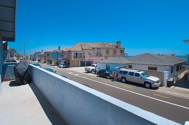 Balcony showing ocean view and down Seashore Drive - 4808 B Seashore - Newport Beach - rentals