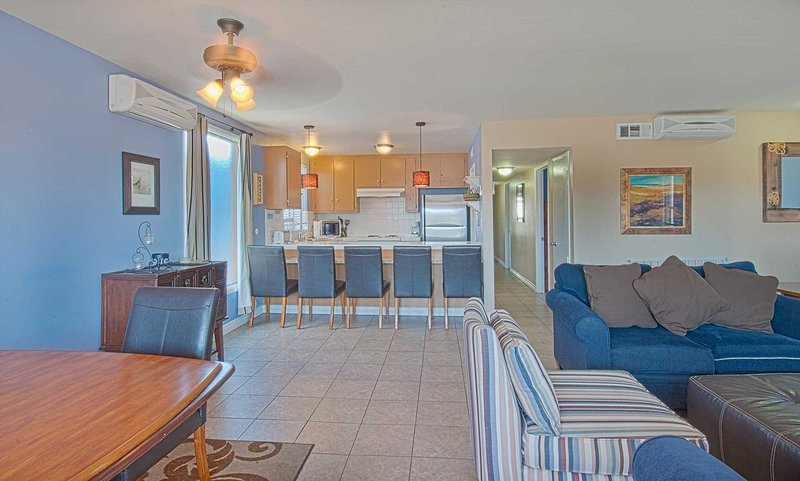 Inside picture showing family, kitchen and dining areas - 5206 B Neptune - Newport Beach - rentals