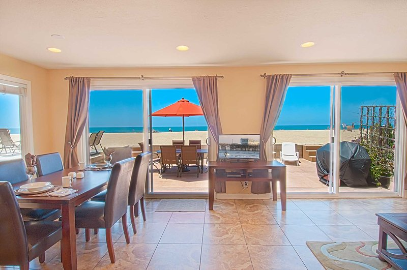 View from the kitchen showing the beach and patio - 5207 A Seashore - Newport Beach - rentals