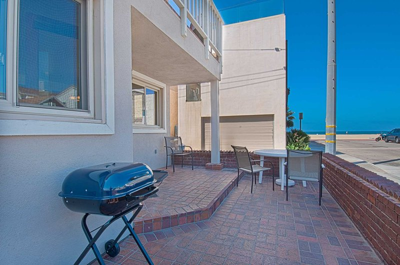 View from patio to the beach - 106 A 30th Street - Newport Beach - rentals