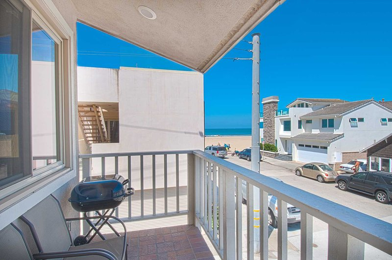 Balcony with view to the beach - 106 B 30th Street - Newport Beach - rentals