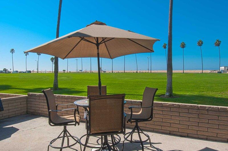 Patio view overlooking the Balboa grass park - 906 A E. Oceanfront - Newport Beach - rentals
