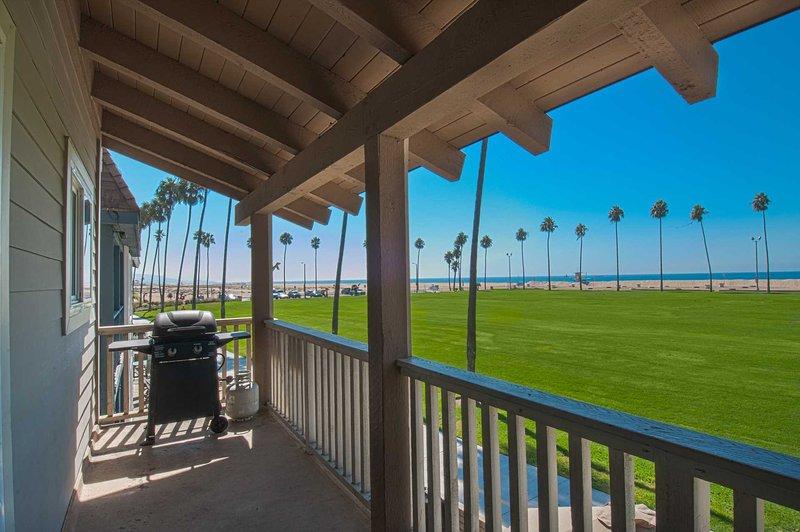 Balcony view overlooking the Balboa grass park - 906 B E. Oceanfront - Newport Beach - rentals