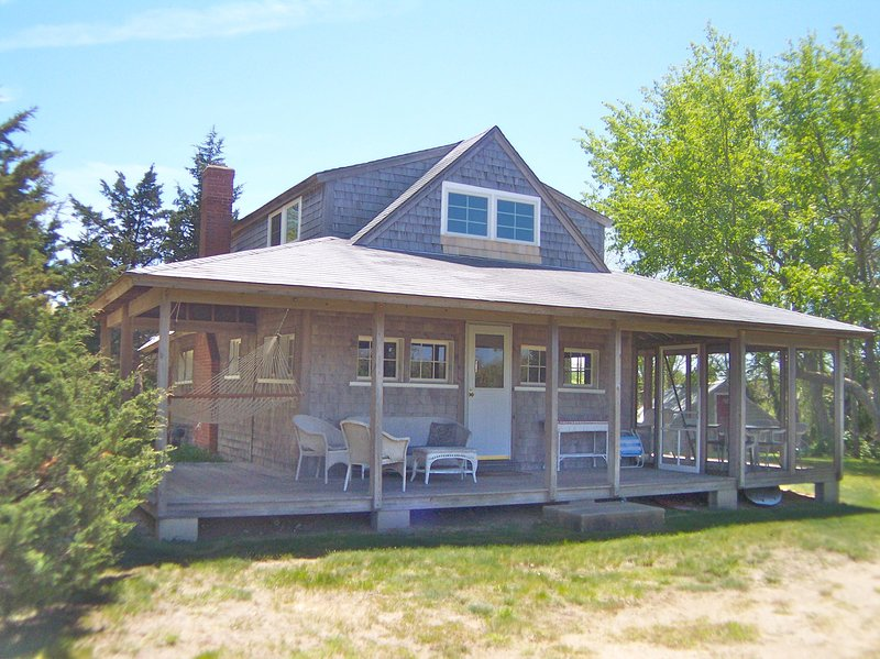 Classic Cape cottage nestled just off the beach with a large yard, and tons of privacy. Walk 2 minutes to the private beach across the creek from Skaket Beach. - Secluded Cape Cottage, 3-5 min walk to Beach:061-O - Orleans - rentals