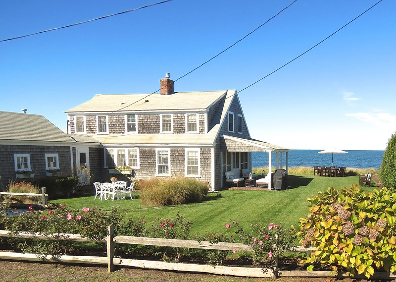 A uniquely upscale cottage experience directly on the beach in Brewster. - Upscale cottage, right on the beach! -- 012-B - Brewster - rentals