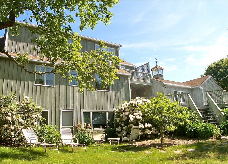 Large family home sleeps up to 12.  Just across the road from an ideal beach in Brewster. - Togetherness & Privacy in Big Bayside Home--076-B - Brewster - rentals