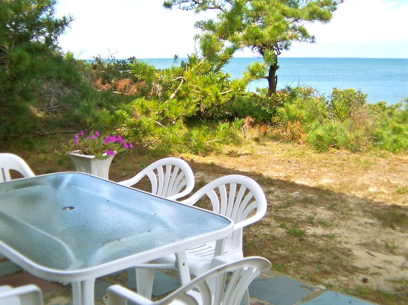 Directly on the beach in Brewster, this four-bedroom home gives you an ideal bayside location in an upscale, quiet neighborhood. - Secluded home on the beach on Cape Cod Bay!--067-B - Brewster - rentals