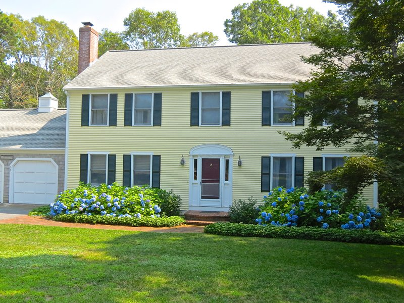 Handsome, well-kept colonial style home has plenty of space for your group of up to 10. - Sleeps 10 Near Crosby Landing Beach -- 050-B - Brewster - rentals
