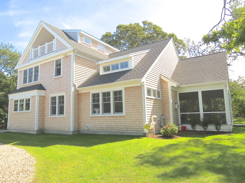 Just built and just three minutes walk to the beach. - New, upscale, bay views, walk 3 min to bch -031-BR - Brewster - rentals