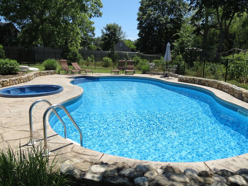Beautiful heated in ground pool - Updated East Orleans 6 Bed with Heated pool: 004-O - East Orleans - rentals