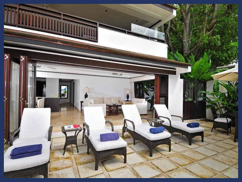 Beautiful 2 Bedroom Beachfront Apartment - Image 1 - Paynes Bay - rentals