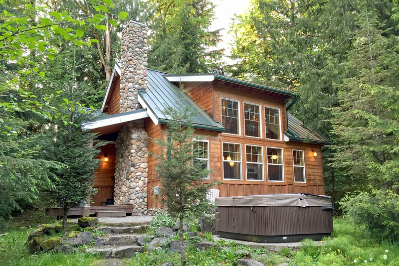 Front of house - 11MBR Family Cabin near Mt. Baker with a Private Hot Tub - Glacier - rentals